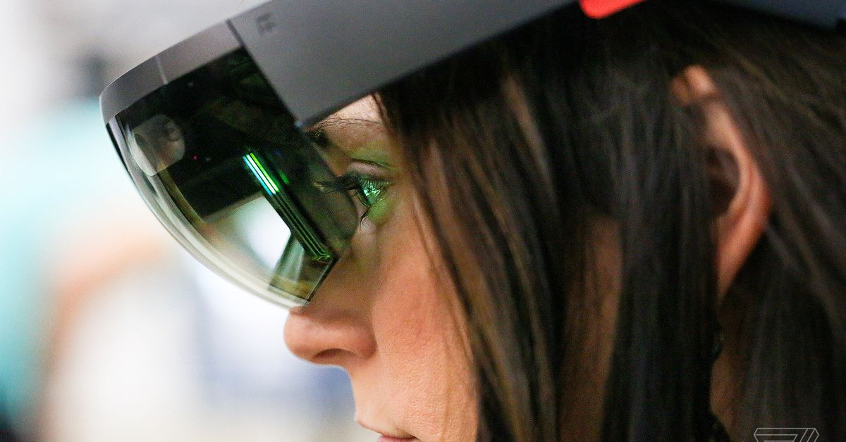 US Army awards Microsoft with $480 million HoloLens contract