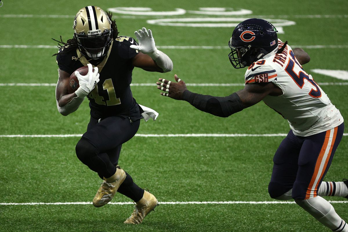 Alvin Kamara #41 of the New Orleans Saints runs with the ball against Danny Trevathan #59 of the Chicago Bears during the fourth quarter in the NFC Wild Card Playoff game at Mercedes Benz Superdome on January 10, 2021 in New Orleans, Louisiana.
