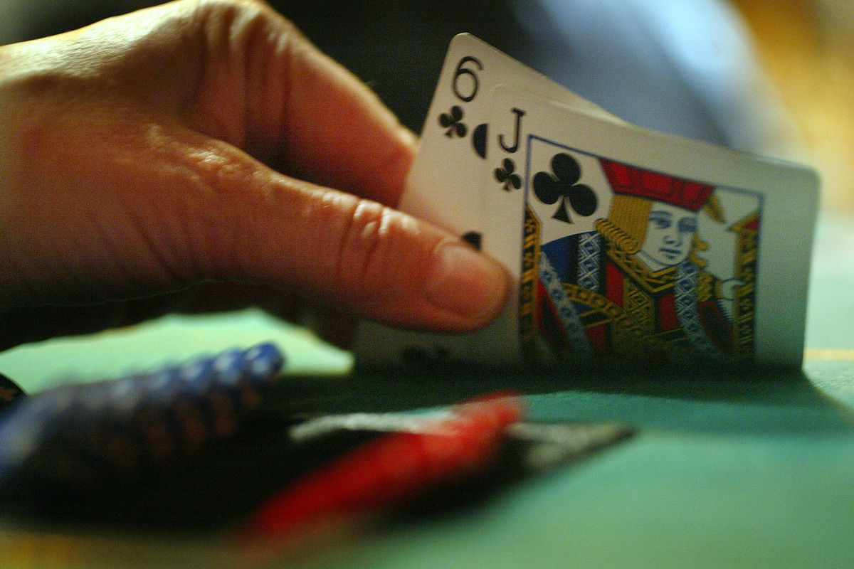 TEXAS HOLD 'EM POKER---03/07/05---A player peeks at their hand, the popularity of Texas Hold 'Em Pok