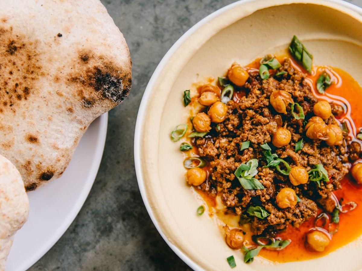 Pita and hummus topped with lamb