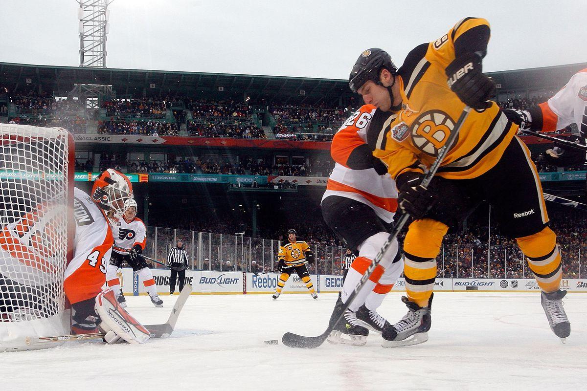 2010 Bridgestone Winter Classic - Philadelphia Flyers v Boston Bruins