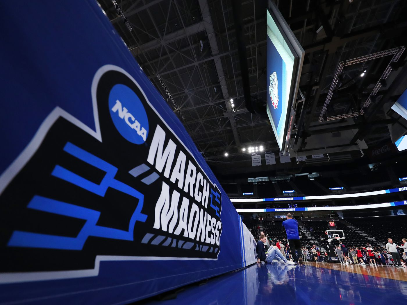 March madness betting lines and odds how to make a super bowl betting board