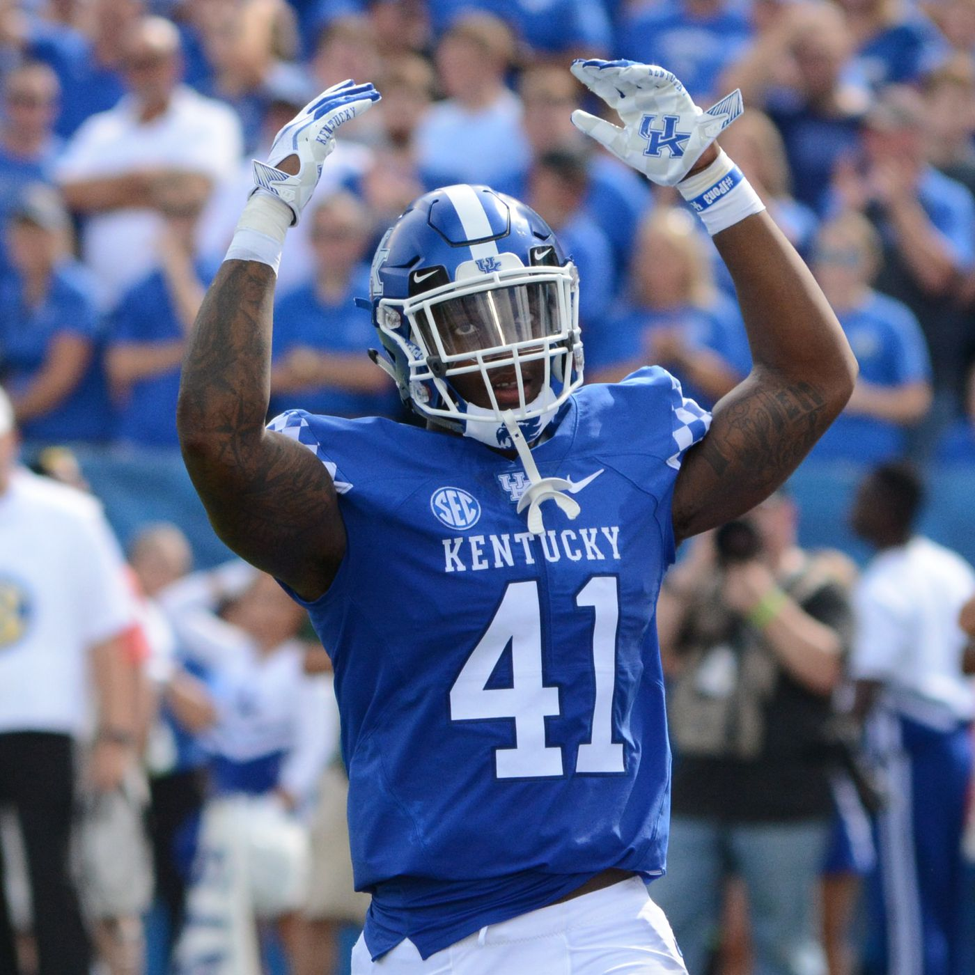 Kentucky Football Josh Allen Earns Bronko Nagurski Trophy A Sea Of Blue