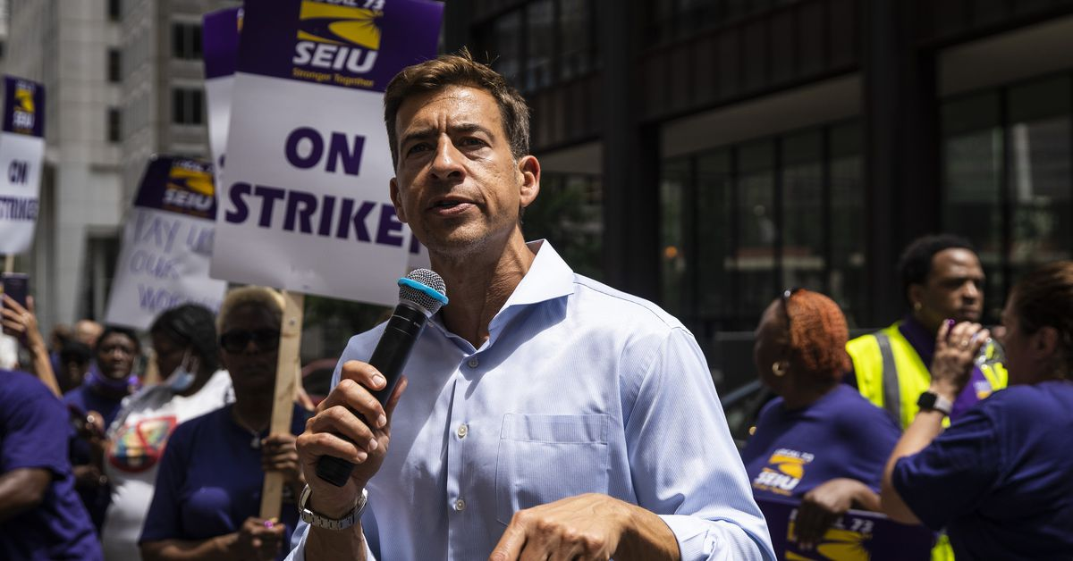 Giannoulias picks up Laborers' Union support as 'hands down the right candidate' for Illinois secretary of state