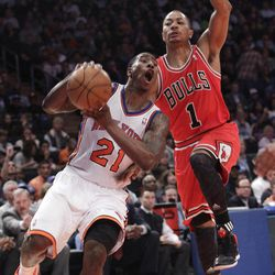 New York Knicks' Iman Shumpert (21) works against Chicago Bulls' Derrick Rose during the first half of an NBA basketball game, Sunday, April 8, 2012, at Madison Square Garden in New York.
