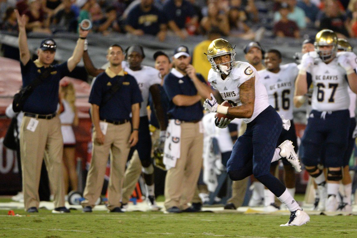 NCAA Football: UC - Davis at San Diego State