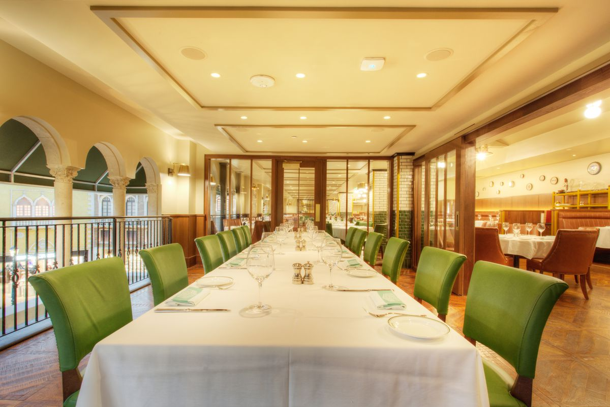 One of the private dining rooms at Smith & Wollensky