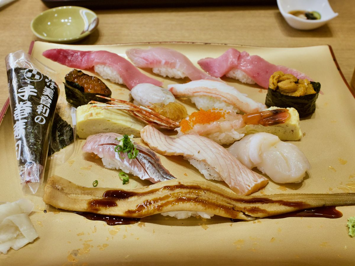 Various pieces of suhi on a tray