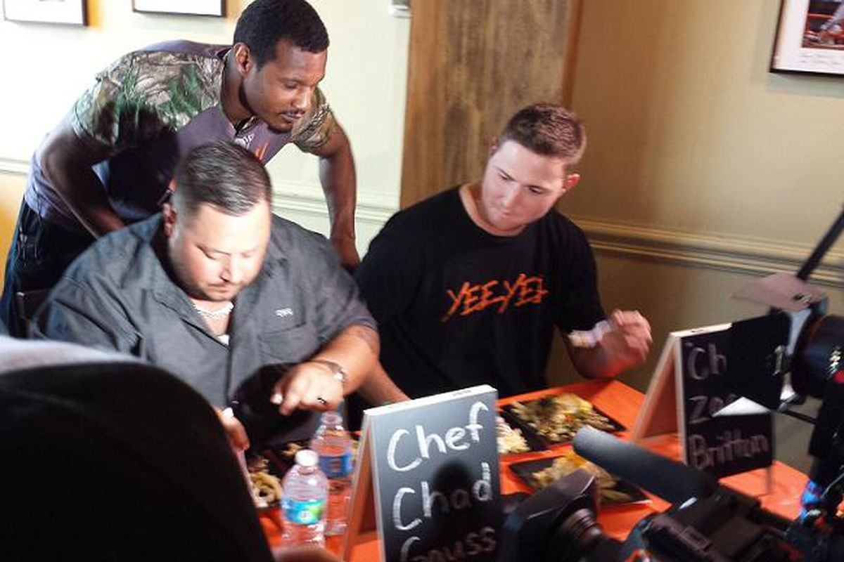 Adam Jones schmoozes with the judges, including teammate Zach Britton and The Food Market's Chad Gauss.