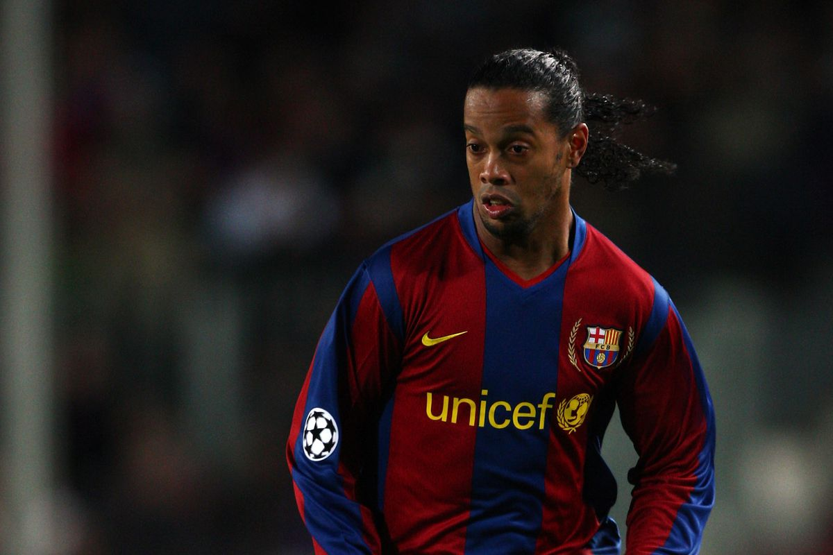 WATCH Ronaldinho dazzles for Barcelona legends against Manchester