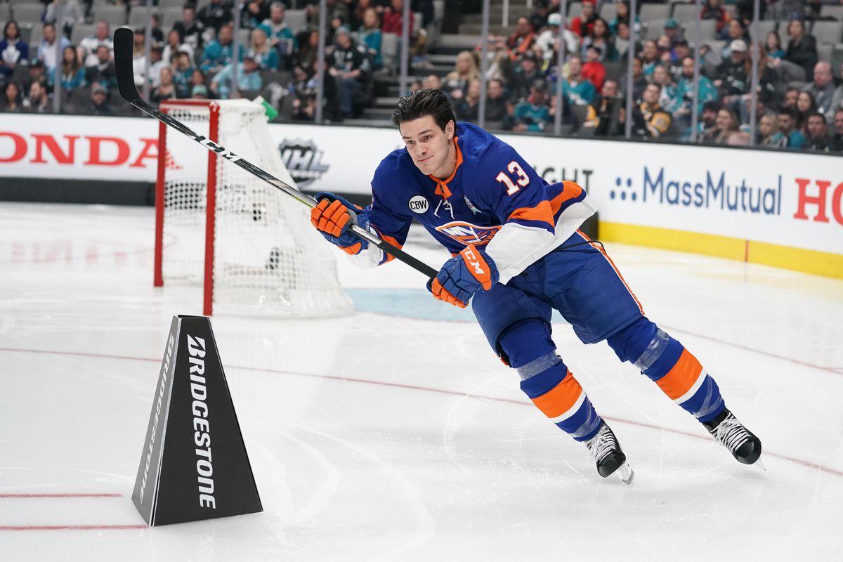 Twitter roasted NHL All-Star national anthem singer after ...