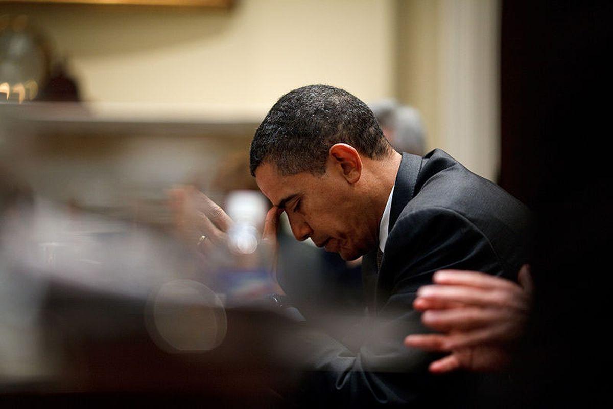 obama reflecting pete souza
