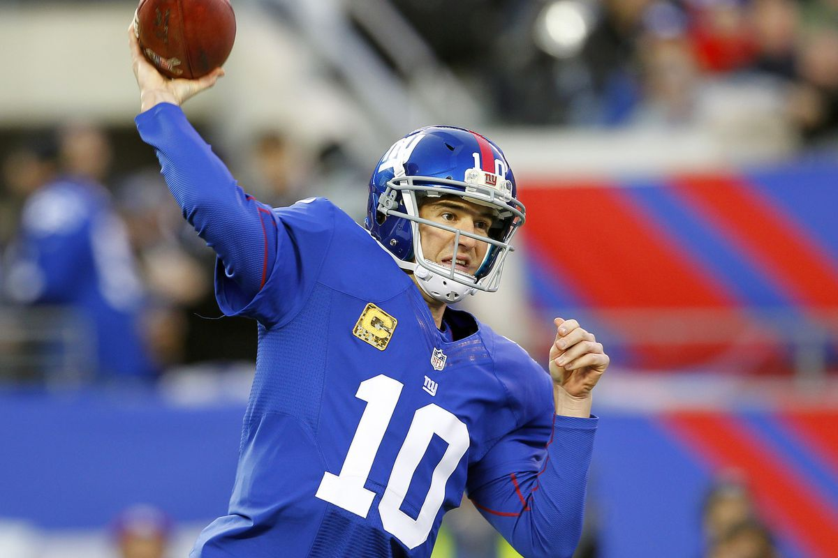 Eli Manning throws a pass Sunday against the Pittsburgh Steelers.