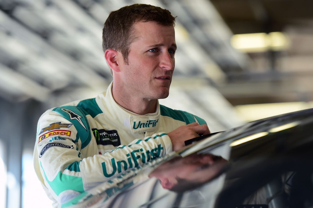 Kasey Kahne to stay in NASCAR, drive for Leavine in 2018