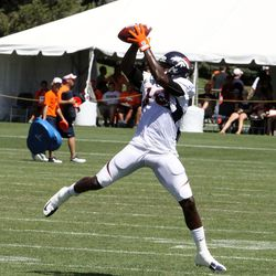 Broncos WR Lamar Thomas extends to make the grab during practice