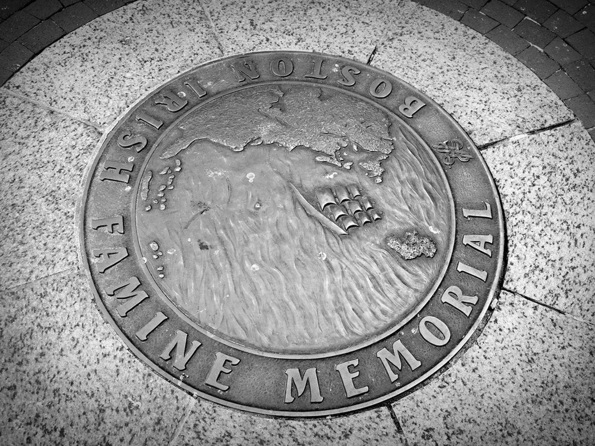 Marker for the Irish Famine Memorial.