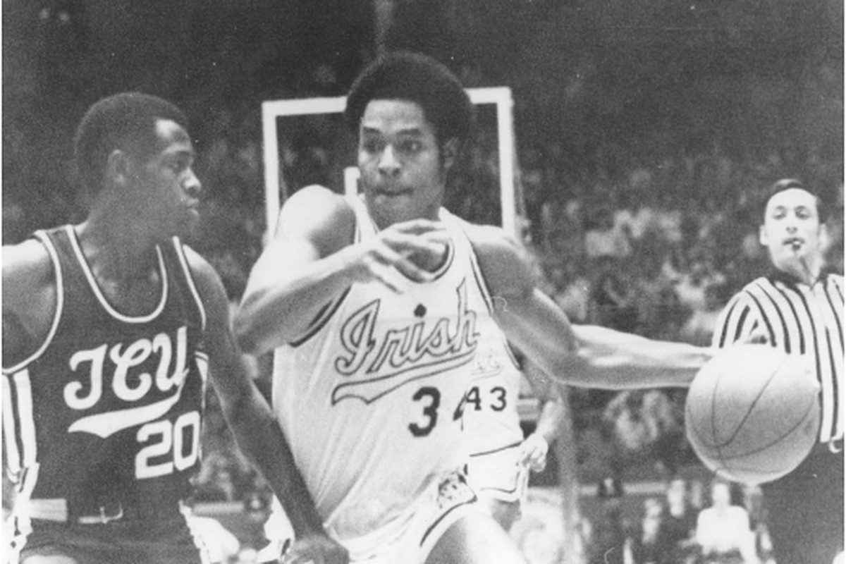 Notre Dame star Austin Carr takes the ball to the basket against Texas Christian in 1971.