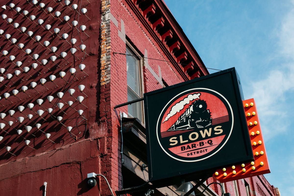 14 Detroit Tourist Trap Restaurants That Are Actually Good