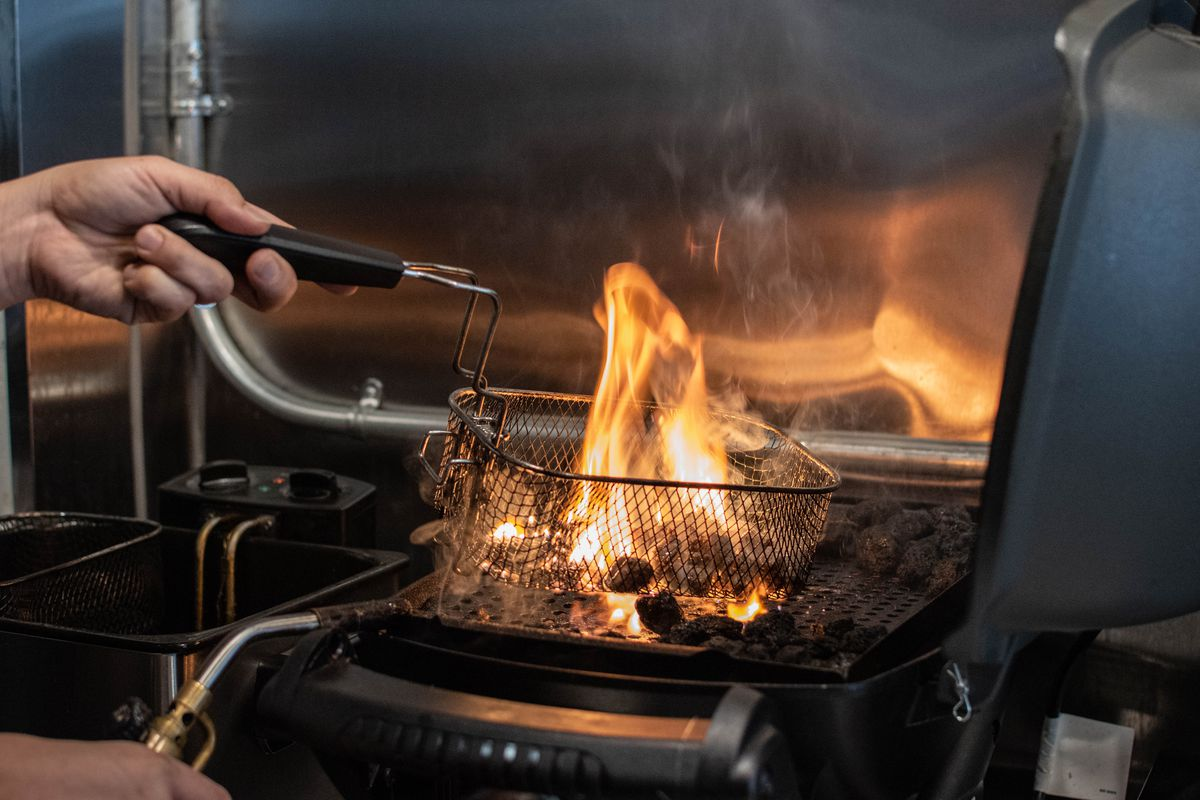 Shigetoshi Nakamura torches bits of ribeye for mazemen