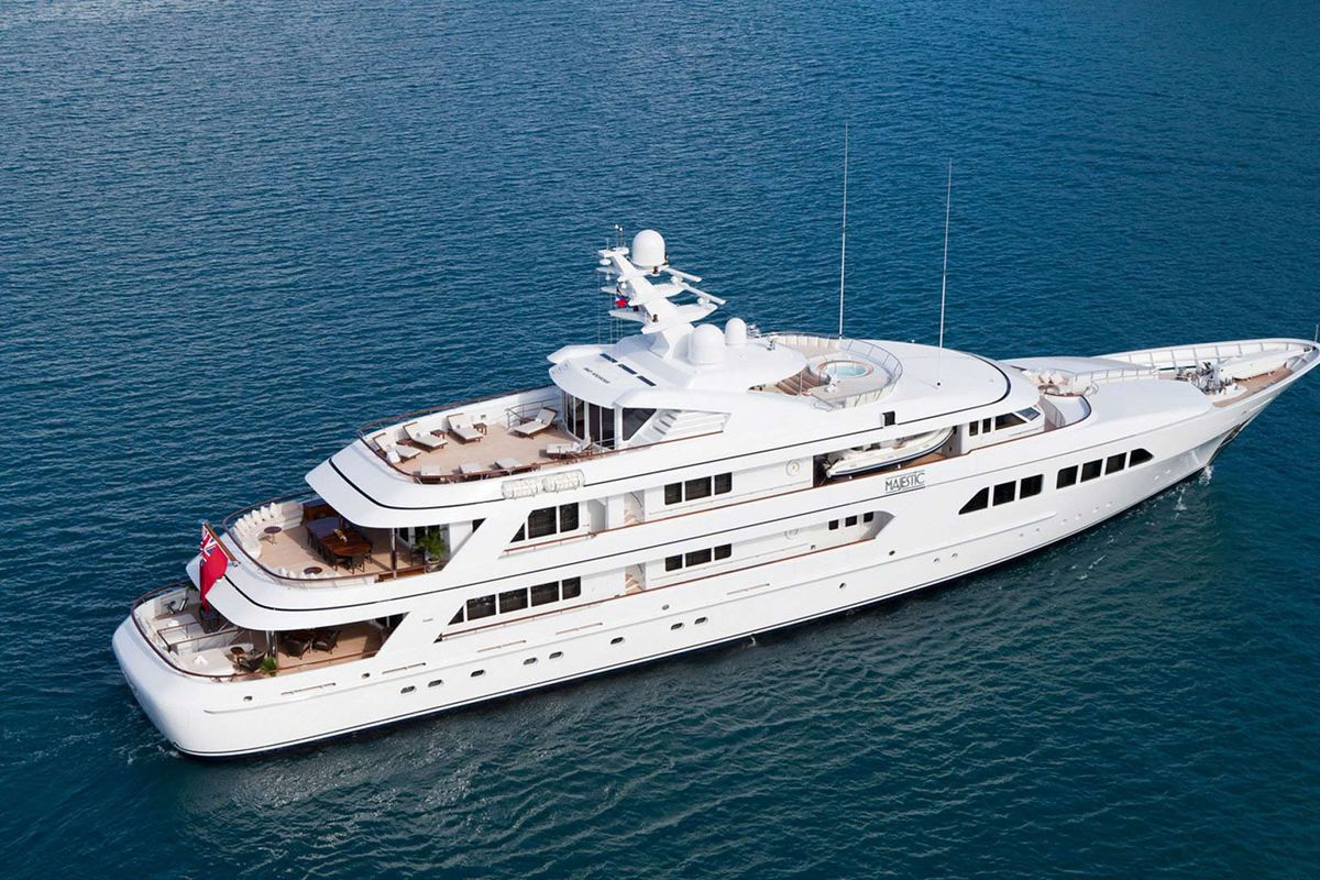 Miami Yacht Watch Bruce Sherman S Majestic Curbed Miami