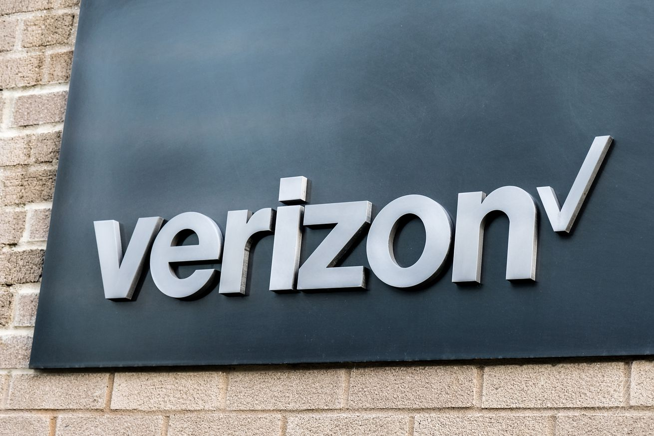 verizon says it will have 5g service in five cities by the end of next year