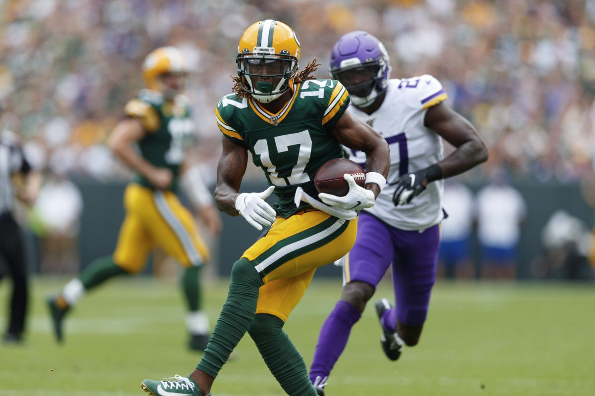 Green Bay Packers wide receiver Davante Adams rushes with the football after catching a pass during the first quarter against the Minnesota Vikings at Lambeau Field.