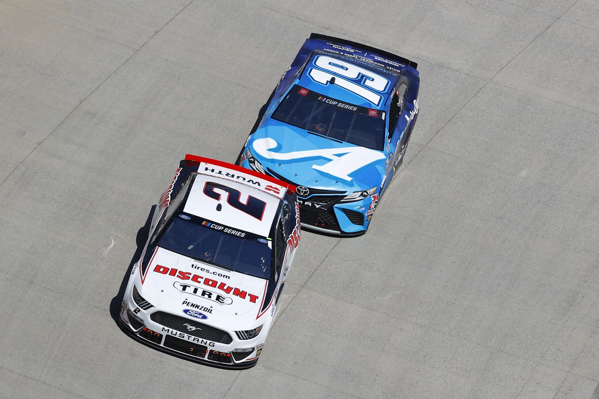 Brad Keselowski, driver of the #2 Discount Tire Ford, leads Martin Truex Jr., driver of the #19 Auto Owners Insurance Toyota, during the NASCAR Cup Series Food City presents the Supermarket Heroes 500 at Bristol Motor Speedway on May 31, 2020 in Bristol, Tennessee.