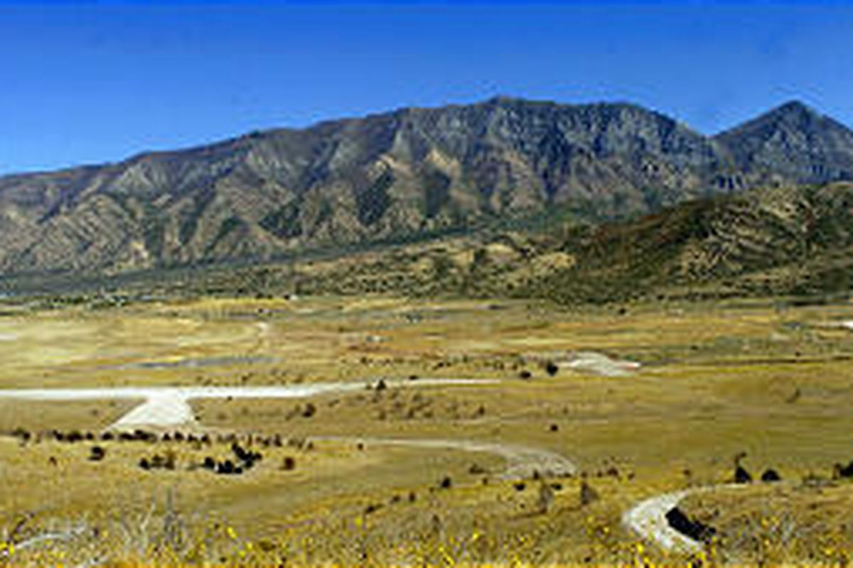 A Las Vegas developer still wants to turn 2,000 acres in Santaquin into homes with high-tech connections to a nearby office park.