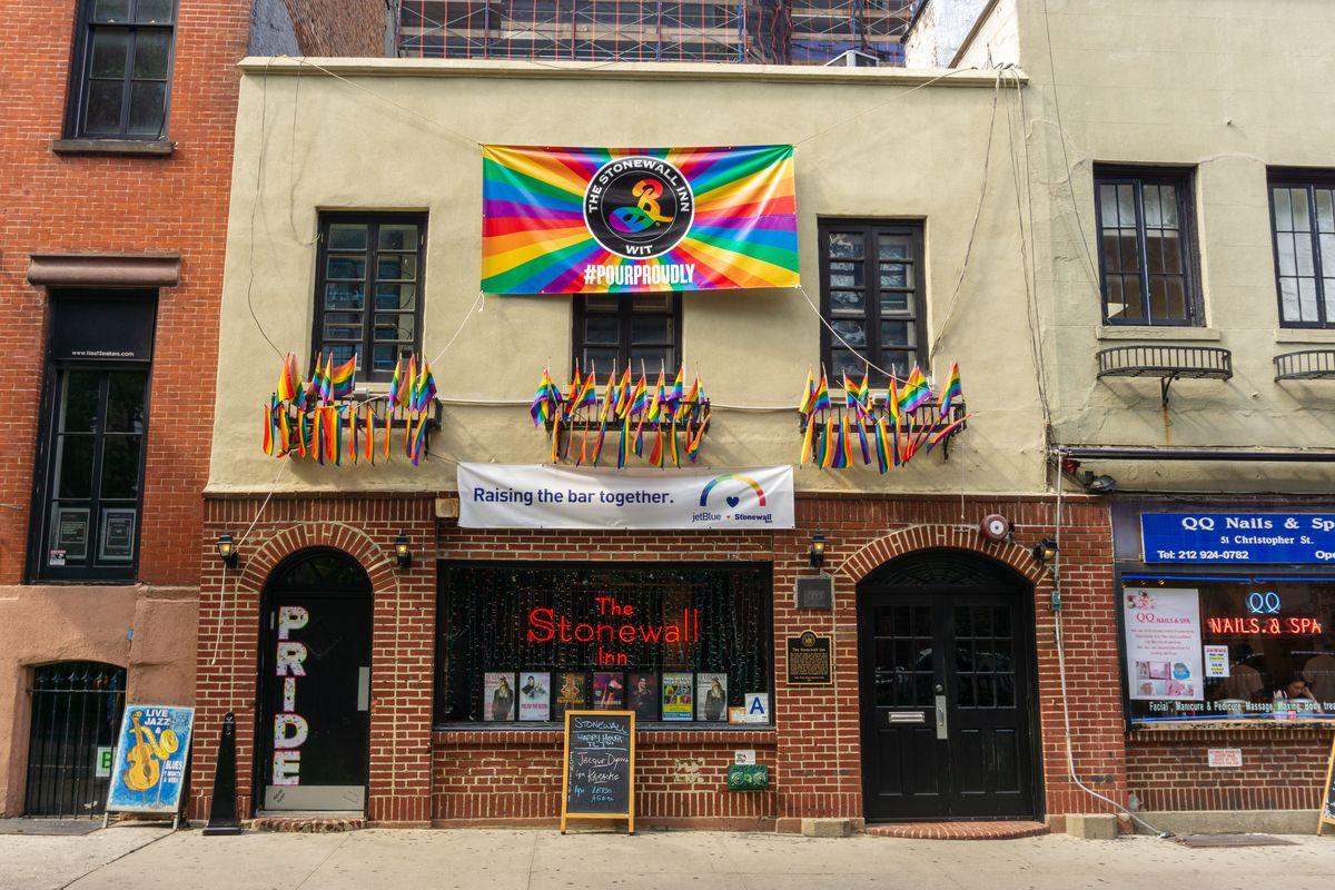 The Iconic LGBTQ Landmark the Stonewall Inn has a JetBlue Logo on It - Eater