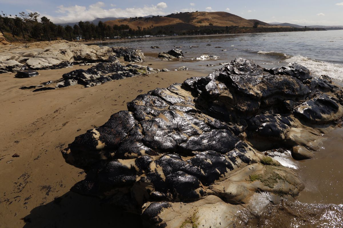 Oil covered rocks on the beach as Crews bag oiled sand and kelp on the beach as a clean-up operation began at Refugio State Beach Wednesday morning, May 20, 2015, after a ruptured pipeline near Santa Barbara leaked an estimated 21,000 gallons of crude oil. (Al Seib/Los Angeles Times/Getty Images)