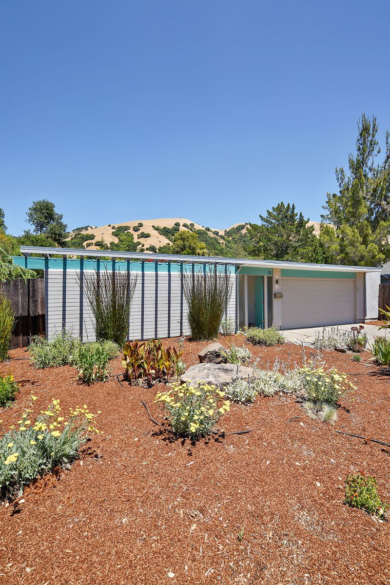 Exterior of Eichler in blue and grey.