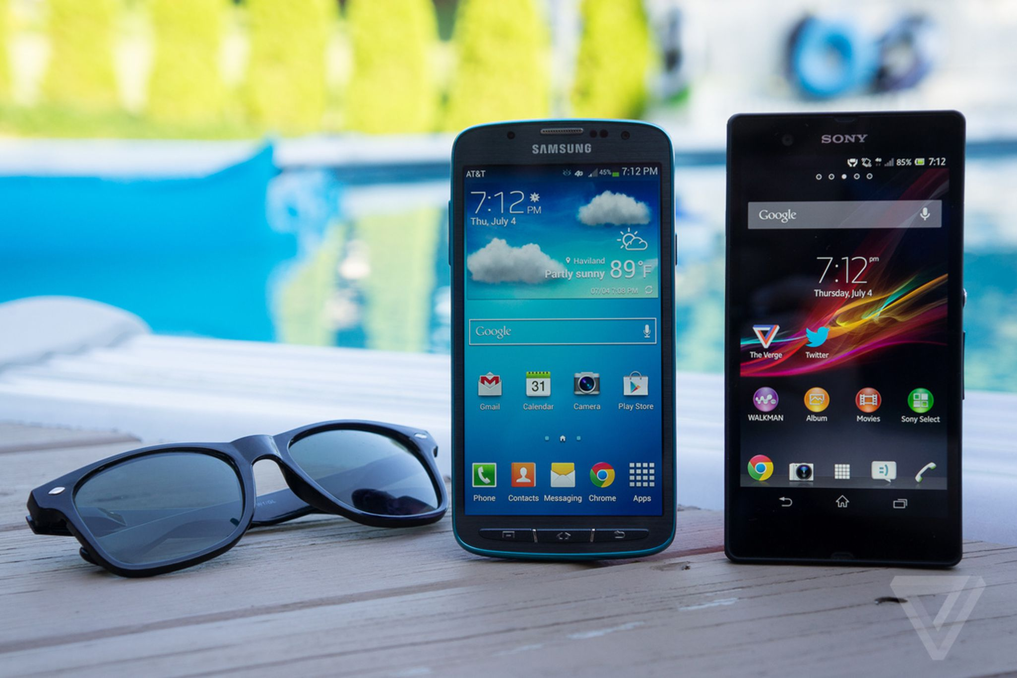 official photos 9a6b0 83c2a Battle of the waterproof phones: Samsung Galaxy S4 Active vs. Sony ...