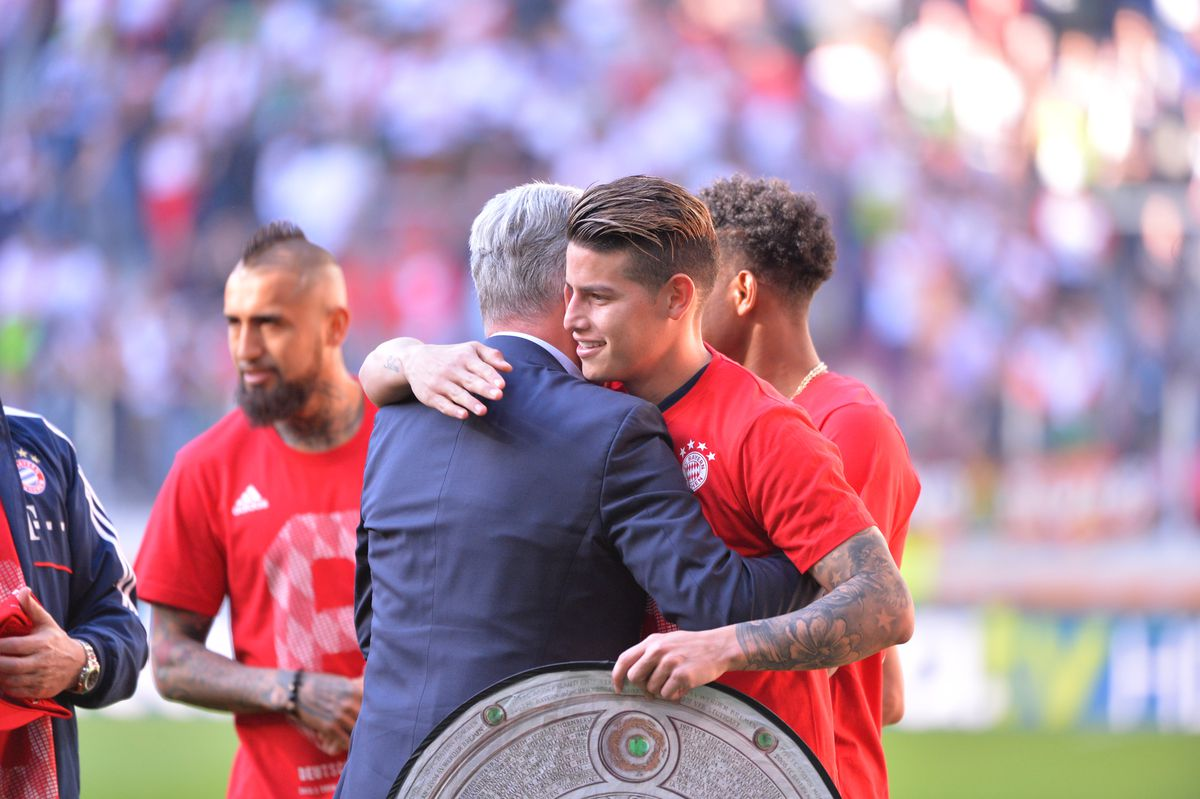 AUGSBURG, GERMANY - APRIL 07: Head coach Jupp Heynckes of Muenchen and James Rodriguez of Muenchen celebrate after winning the Bundesliga match between FC Augsburg and FC Bayern Muenchen at WWK-Arena on April 7, 2018 in Augsburg, Germany.