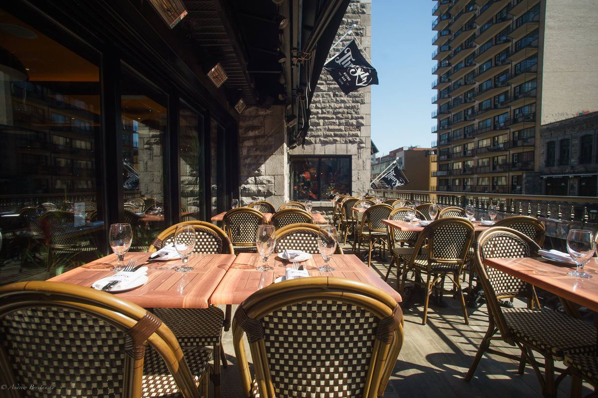 Crescent Street Icon Thursday S Shuts Down Laying Off