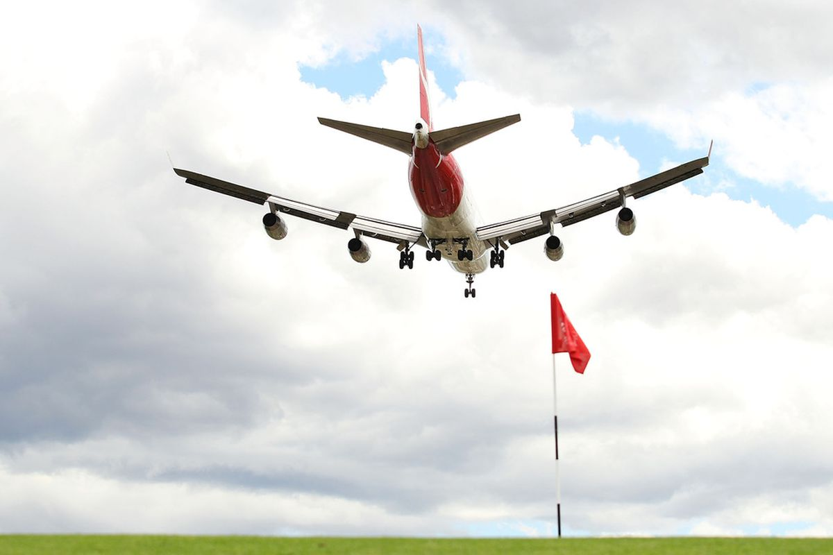 SYDNEY, AUSTRALIA - NOVEMBER 10: An airplane flies over the sixth hole during day one of the 2011 Emirates Australian Open at The Lakes Golf Club at The Lakes Golf Club on November 10, 2011 in Sydney, Australia.  (Photo by Mark Nolan/Getty Images)