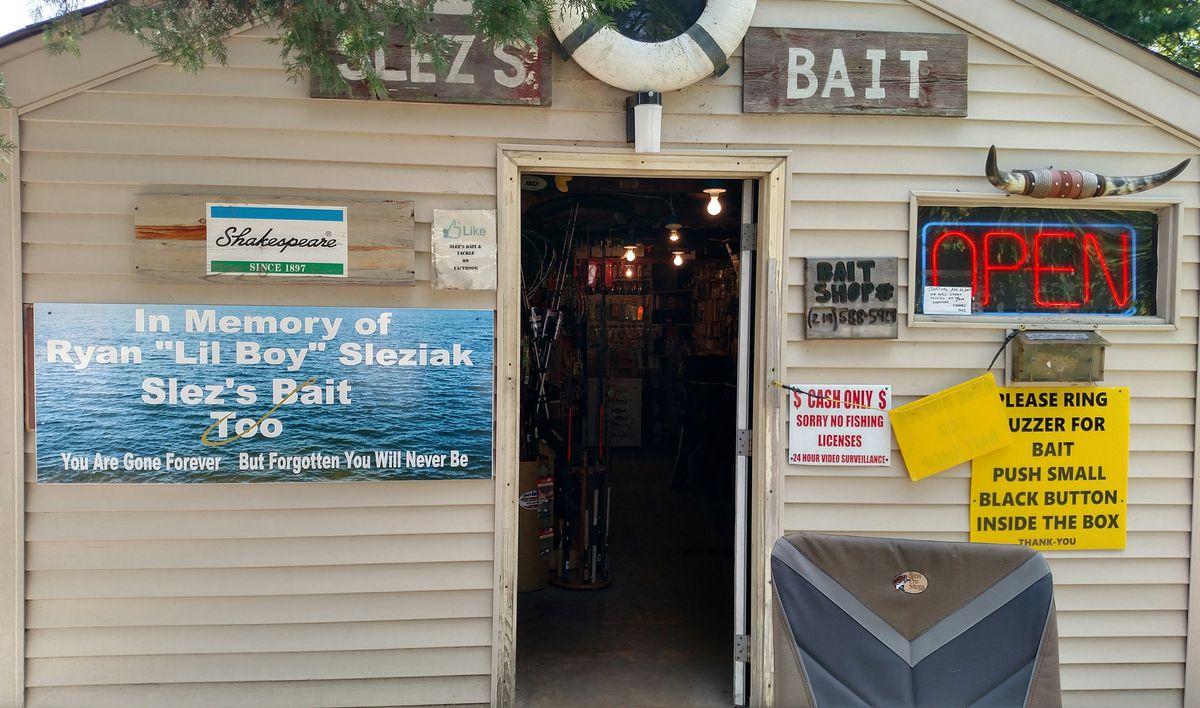 Slez's Bait Shop.<br>Credit: Dale Bowman