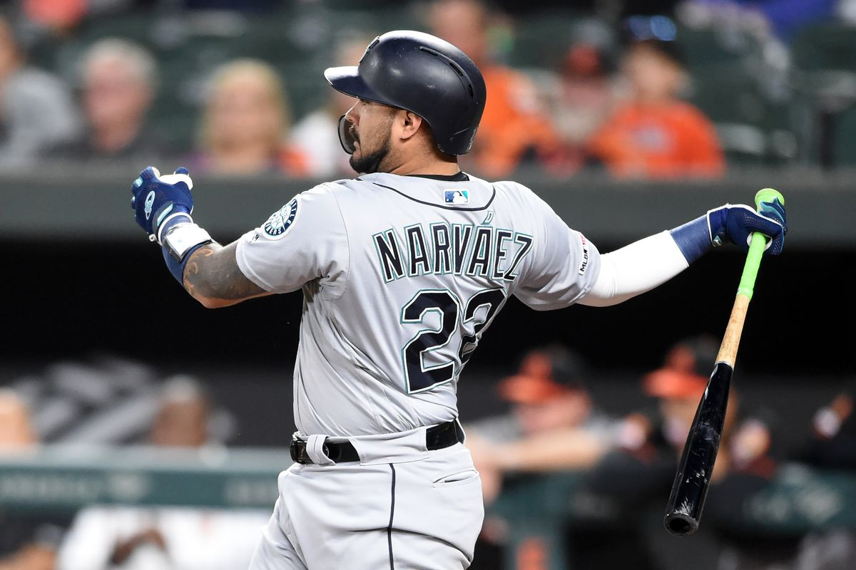 Brewers fill catching vacancy by trading for Omar Narváez