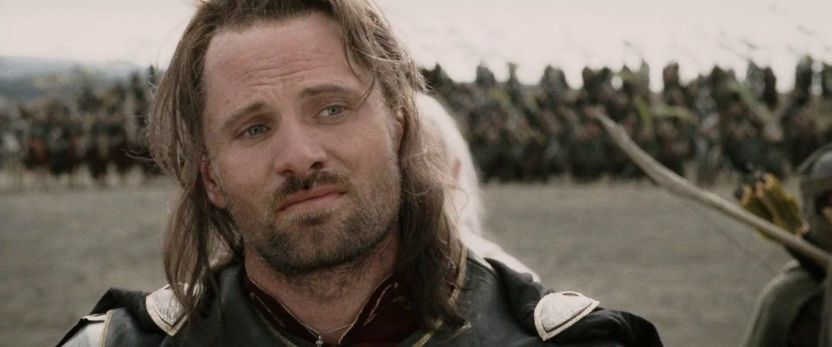 Aragorn makes an unimpressed face, with an army behind him, in The Lord of the Rings: Return of the King.
