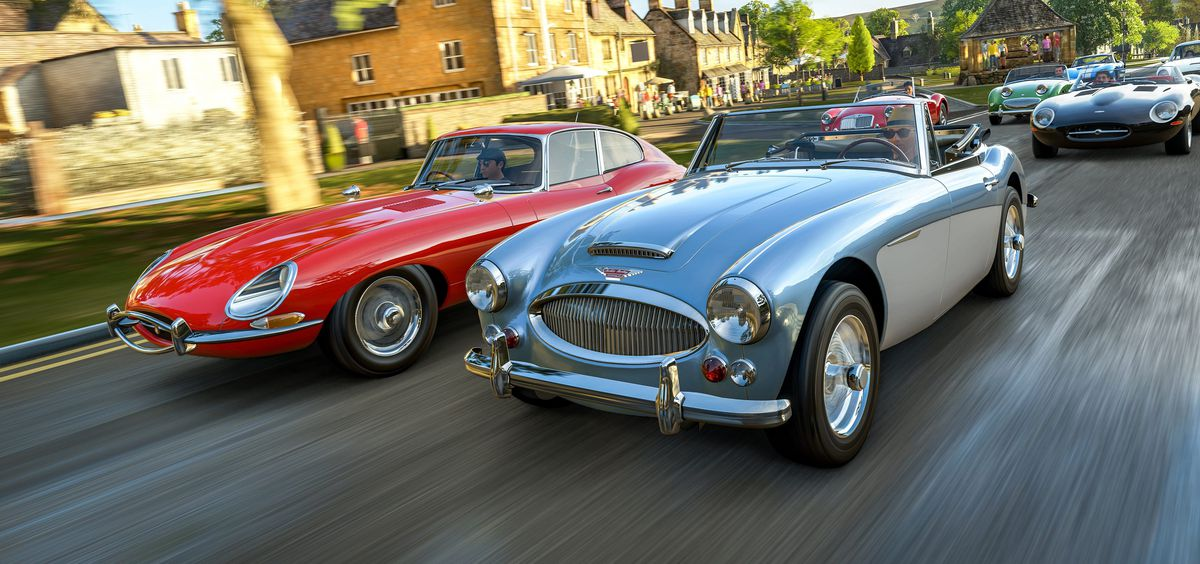 Forza Horizon 4 - two classic cars at the front of the pack