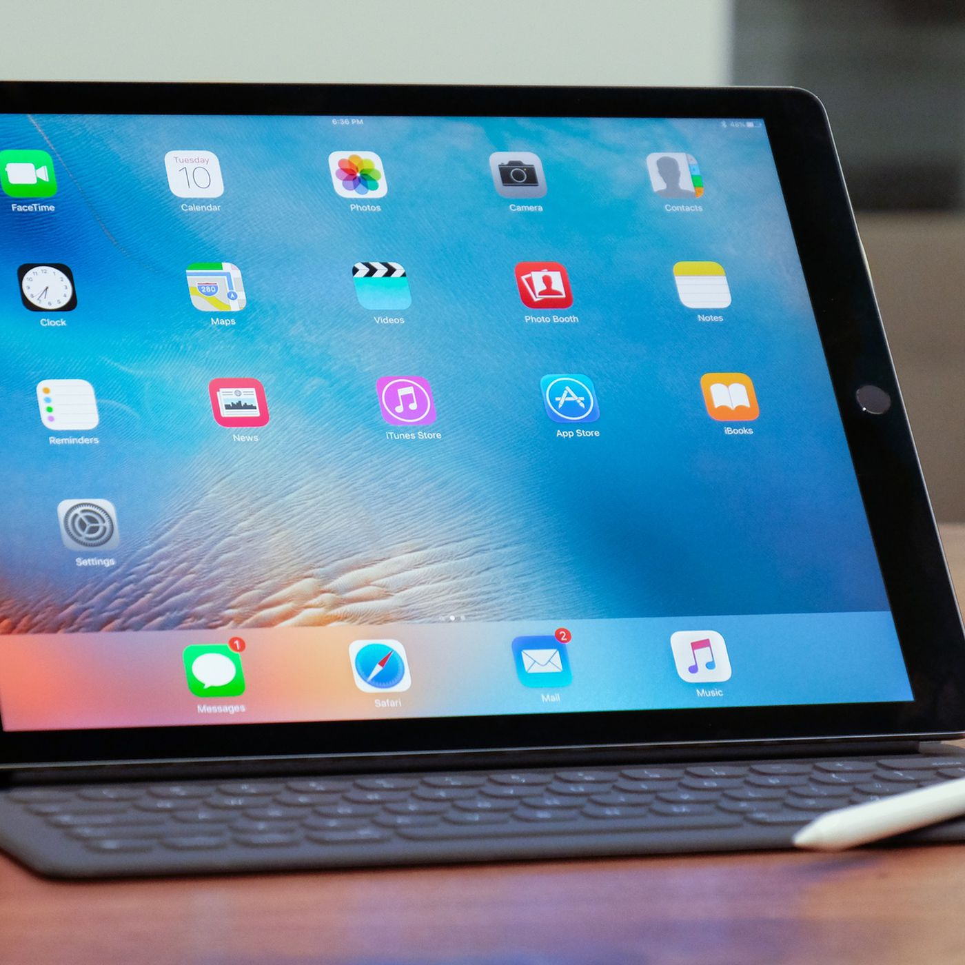 Mossberg: The iPad Pro can't replace your laptop totally