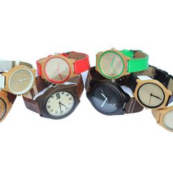 The Luno watches are available in a number of styles and colors for women and men.