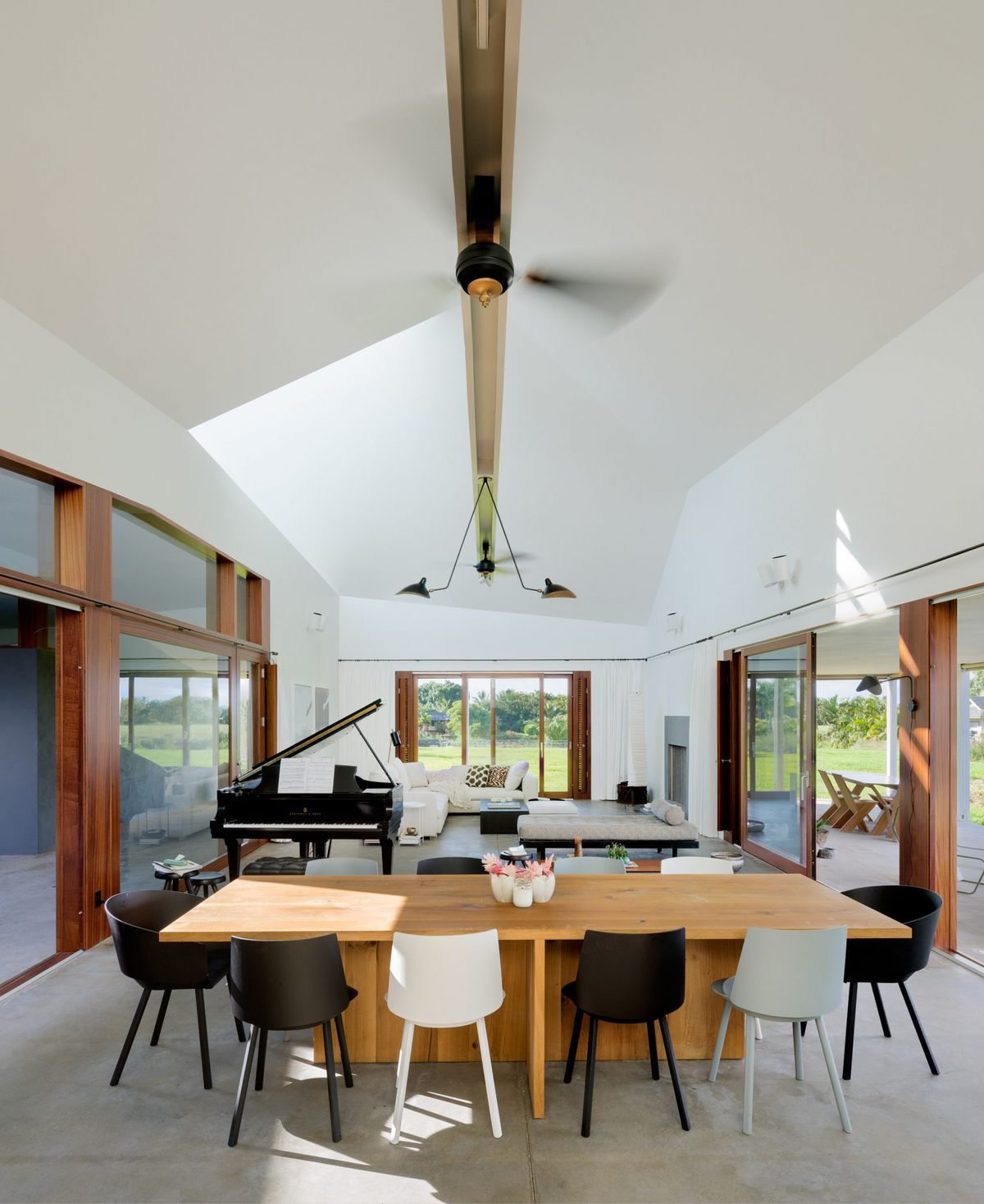 Hawaiian Home Lives Large With Massive Roof Courtyard And Skylights Curbed
