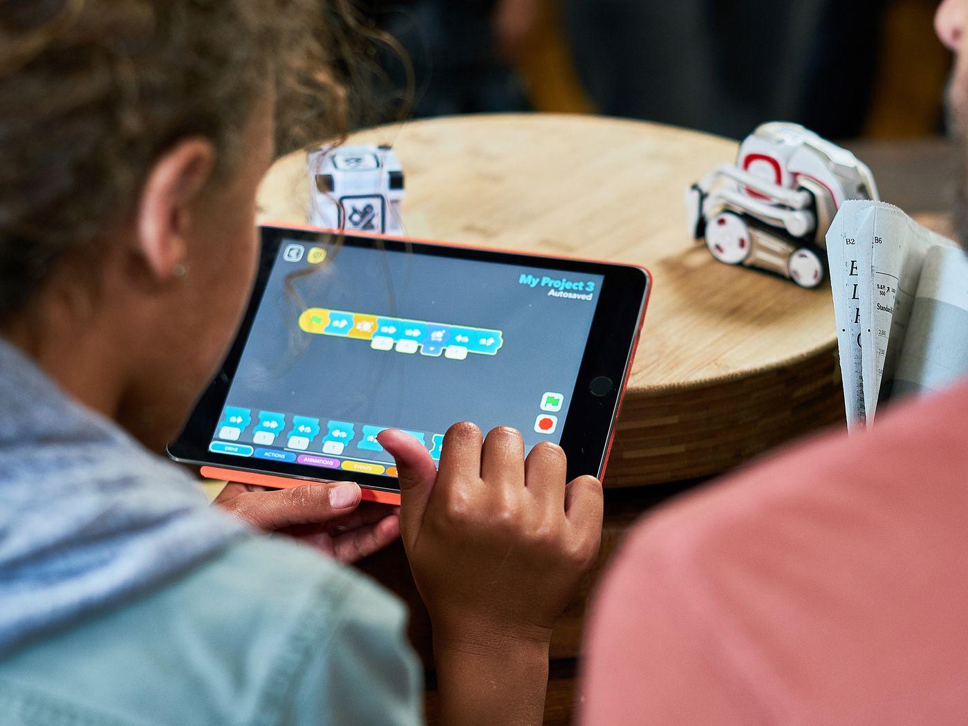 Anki's Cozmo robot now has a visual programming mode to teach kids