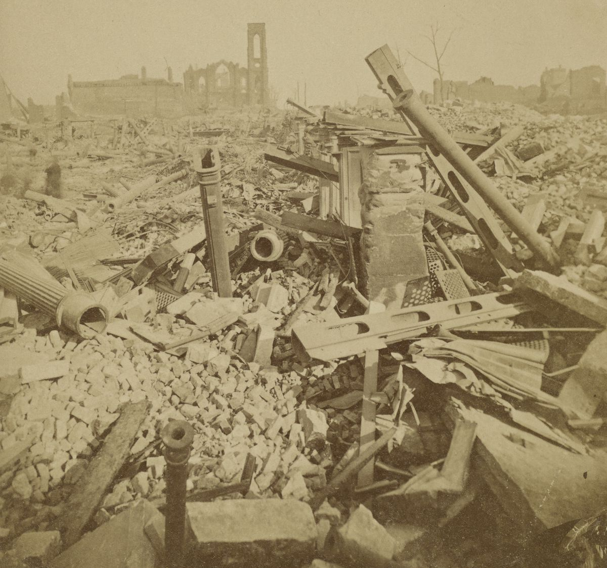 The ruins of Field, Leiter & Co.'s store, at State and Washington streets.