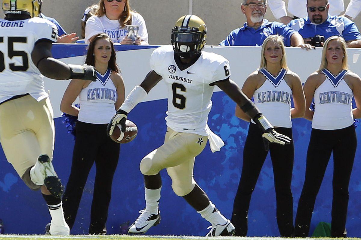 Even Kentucky's cheerleaders love Darrius Sims.