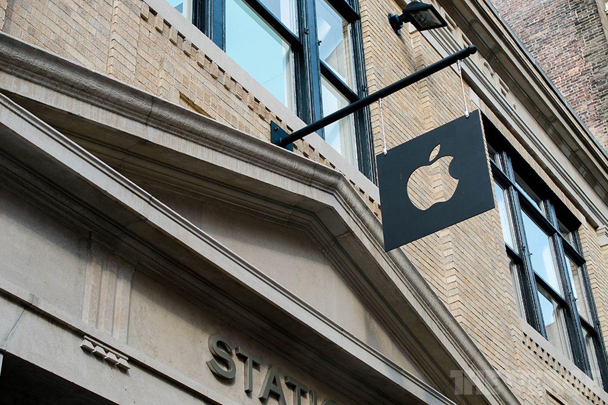 Apple Store SoHo STOCK
