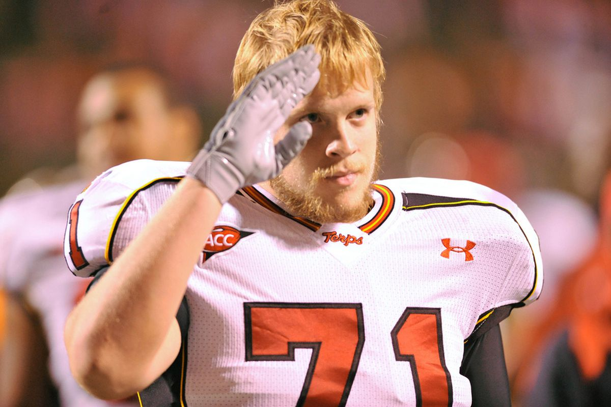 """Paul Pinegar might be the only offensive lineman with a solid hold on his job. I wonder if his salutes have anything to do with it. Image via <a href=""""http://farm4.static.flickr.com/3558/3812818317_dd6d74d644_b_d.jpg"""">farm4.static.flickr.com</a>"""