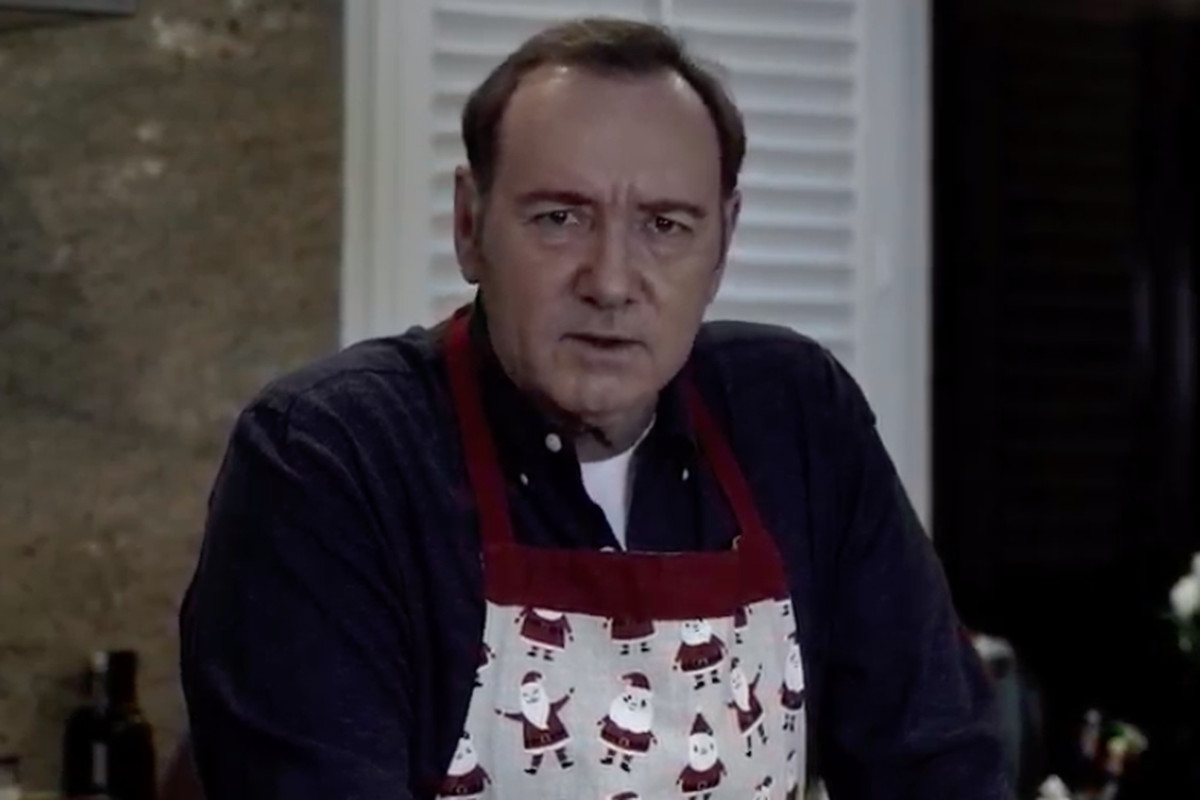 Actor Kevin Spacey, apparently responding to news that he would be arraigned under a felony sexual assault charge in Nantucket, released a bizarre YouTube video on Christmas Eve.