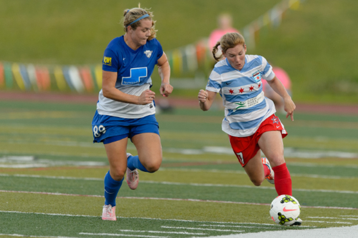 Lori Chalupny dribbles down the flank in her first post-WWC start for the Red Stars