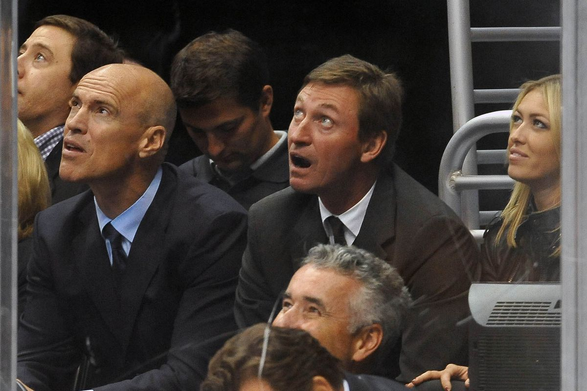 What did Gretzky see on the big screen?!